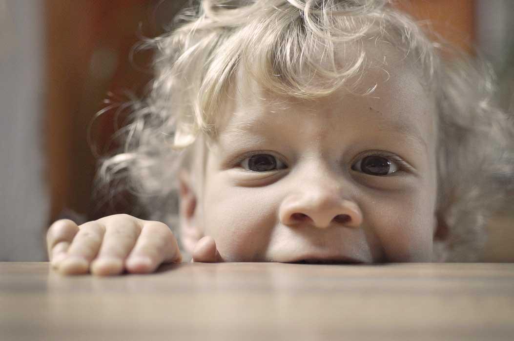 per que mosseguen els nens, motius i com abordar-ho